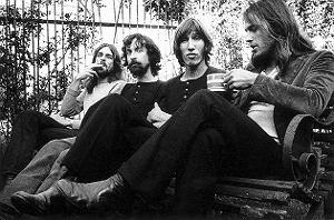 Dmuchane świnie wzorowane na tę z okładki Pink Floyd pojawią się przed budynkiem Donalda Trumpa w Chicago. Roger Waters sam autoryzował projekt.