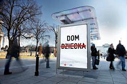 Ponad 1 500 plakat�w promuj�cych rodzicielstwo zast�pcze - ruszy�a kampania laureata konkursu AMS