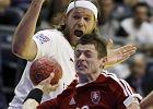 Największa gwiazda AG Kopenhaga Mikkel Hansen (na biało) w trakcie meczu Euro 2012 ze Słowacją