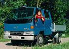 TOYOTA Dyna, rok produkcji 1998,  widok przedni lewy, samoch�d 4-drzwiowy, kolor niebieski jasny