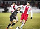 ŁKS Łódź - Polonia Warszawa 0:2. O piłkę walczy Grzegorz Bonin (z prawej)