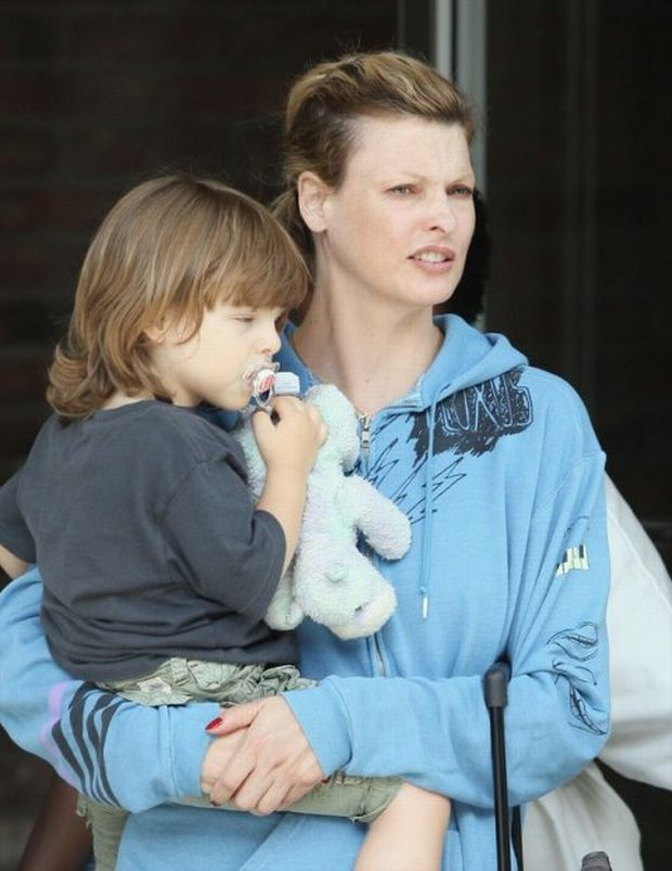 Model Linda Evangelista and her son Augustin James seen leaving an office building in New York City, USA.  Pictured: Linda Evangelista and Augustin James  Ref: SPL118202  070809   EXCLUSIVE Picture by: PPNY / GSNY / Splash News    *** Local Caption *** World Rights