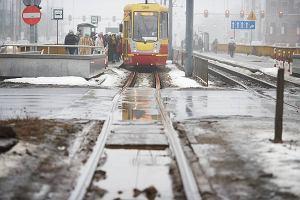 http://bi.gazeta.pl/im/4/11212/z11212674M,Zniszczone-tory-tramwajowe-na-al--Pilsudskiego.jpg