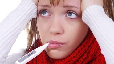 Wczesne objawy mononukleozy przypominają grypę.