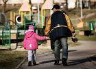 Dom samotnej matki nie dla ojca? Czytelnicy pomog�