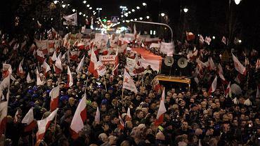 Marsz PiS przeciwko przedłużeniu wieku emerytalnego