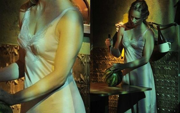 Seksowna Cielecka w samej halce w teatrze. Co za piersi!