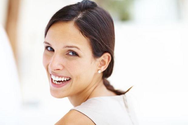 Białe zęby: domowe sposoby