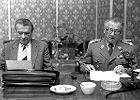 1989 rok. Pierwsza rada ministrów. Obok Czesława Kiszczaka Florian Siwicki