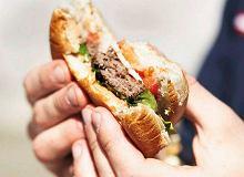 Burger z wołowiną i serem cheddar - ugotuj