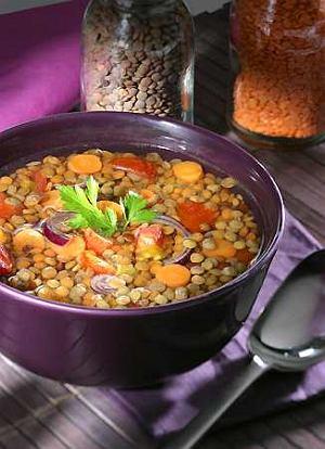 Zupa z brązowej soczewicy po bawarsku
