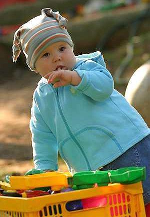 Jedenastomiesięczny niemowlak: Jagódka jest ciekawa świata i coraz bardziej ruchliwa