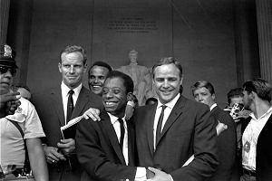 """Film """"Nie jestem twoim Murzynem"""": jak być czarnym w społeczeństwie, które czarnych nienawidzi"""