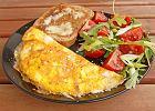 Omlet z broku�ami i pieczarkami