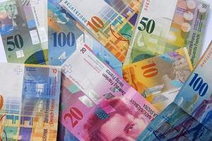 Kurs franka wzr�s� w czwartek do 3,3906 z�