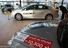 W Polsce sprzeda� nowych aut spada, w Europie - ro�nie