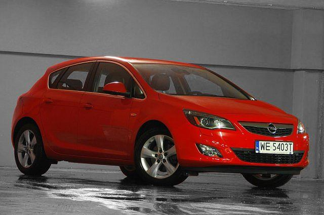opel astra 1 6 turbo test za kierownic. Black Bedroom Furniture Sets. Home Design Ideas