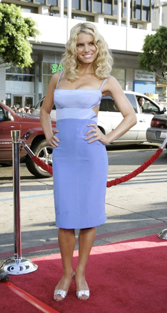 """Actress Jessica Simpson arrives at the Los Angeles premiere of Warner Brothers pictures """"The Dukes of Hazzard"""" at the Grauman's Chinese theatre in Hollywood on in this July 28, 2005 file photo. Simpson has won an arbitration to keep an exercise video featuring her from being marketed, a court filing shows on May 24, 2010.     REUTERS/Mario Anzuoni   (UNITED STATES - Tags: ENTERTAINMENT)"""