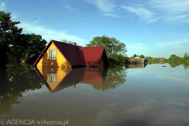 http://bi.gazeta.pl/im/4/7992/z7992114Q,Zalane-przez-powodz-okolice-Sandomierza-.jpg