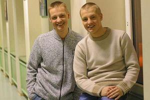 Braci Rafa�a i Marcina Mroczk�w podarowa�a nam Ilona �epkowska. Wtedy mieli po 18 lat i byli raczej nie�miali. Dzi� ko�cz� 28 lat.