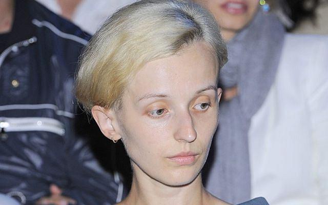 Kamila Łapicka ogoliła głowę.