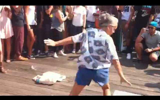 babcia tańczy breakdance