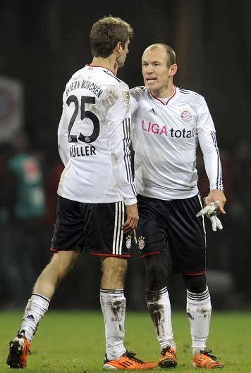 Arjen Robben dusi Thomasa Mullera