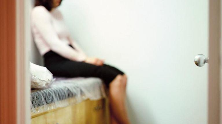 Depresja. Trudności w pogodzeniu obowiązków zawodowych z domowymi, brak przestrzeni osobistej oraz bodźców pozytywnych, zanik komunikacji między partnerami - wszystko to składa się na podstawowe przyczyny występowania depresji u kobiet