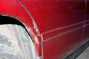 Rdza może być przyczyną poważnych kłopotów właściciela samochodu. Jak się przed nimi zabezpieczyć?