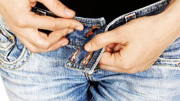 Szukanie odpowiedniej pary dżinsów zaczyna się w przymierzalni...