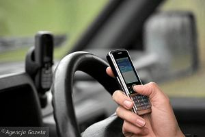 8 na 10 kierowc�w u�ywa podczas jazdy telefonu kom�rkowego
