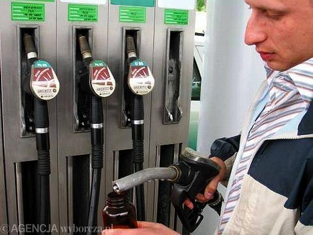 Polak za jedn� pensj� kupi 570 litr�w benzyny. Luksemburczyk pi�� razy wi�cej