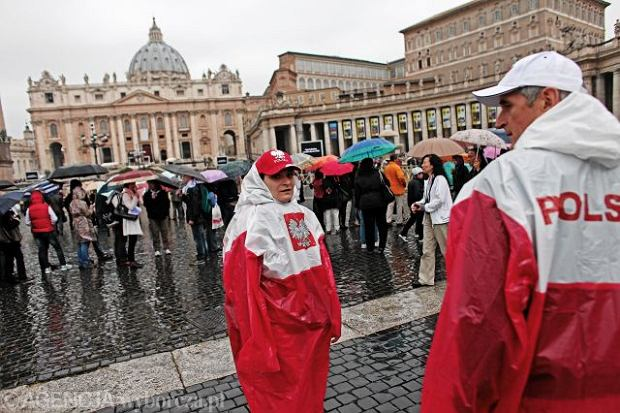 Deszczowy Rzym czeka na beatyfikację Jana Pawła II