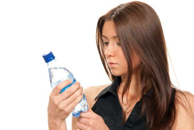 O wodzie mineralnej i ka�dej innej, sprzedawanej w butelce, mo�esz sporo dowiedzie� si� z etykiety. Je�li producent dope�ni� obowi�zku i potrzebne informacje zamie�ci�