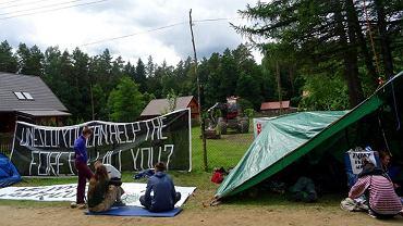 W czwartek (06.07) trzecią dobę trwała blokada ciężkiej maszyny do wyrębu drzew - harvestera w miejscowości Majdan (leśnictwo Topiło, nadleśnictwo Hajnówka)