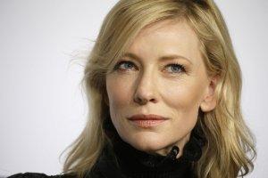 Cate Blanchett w prze�wituj�cej bluzce. NIGDY nie widzieli�my jej w takim wydaniu