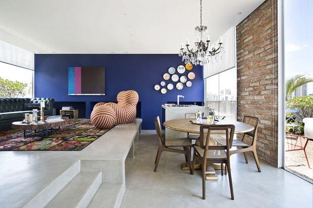Dwupoziomowy apartament pełen kolorów i designu