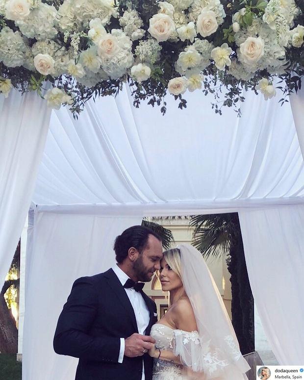 Zdjęcie numer 2 w galerii - Doda wzięła ślub kościelny z Emilem Stępniem w Hiszpanii. Pokazała PIERWSZE zdjęcie!