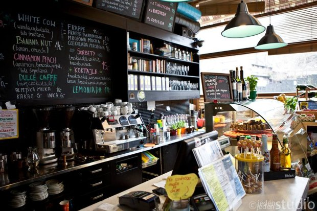 Kafka Cafe słynie w Warszawie nie tylko z dobrej kawy, ale i miłości do zwierząt.