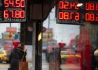 Spadek kursu rubla zasypuje przepa�� ze sprzeda�y ropy, ale staje si� udr�k� dla zwyk�ych mieszka�c�w Rosji