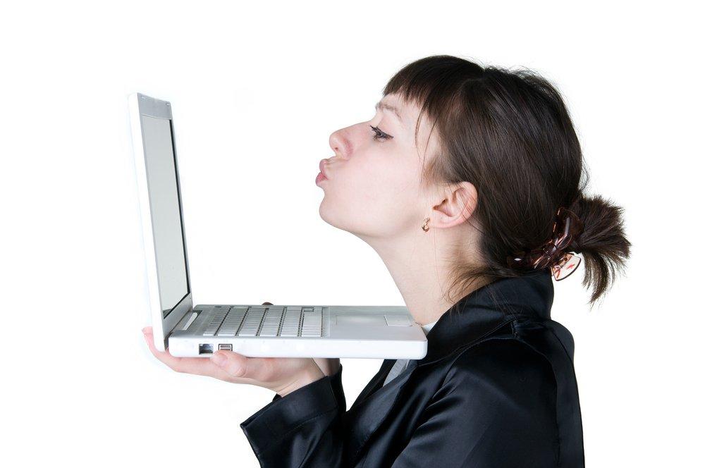 W 2012 r. z serwisów randkowych korzystało prawie 2,8 mln polskich internautów