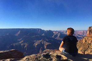 To ostatnie zdj�cie tej dziewczyny zrobione nad Wielkim Kanionem. Run�a 120 metr�w w d�...