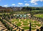 Pa�ac w Wersalu, Wersal, Francja - 5,900,000 odwiedzaj�cych rocznie. pa�ac Ludwika XIV - barokowe cudo, kt�remu nie dor�wnuje �aden inny pa�ac w Europie. Z zewn�trz bry�a budynku nie wywiera nadzwyczajnego wra�enia, wewn�trz wr�cz onie�miela bogactwem zdobie�.  Wersal to tak�e jeden z najpi�kniejszych ogrod�w �wiata.