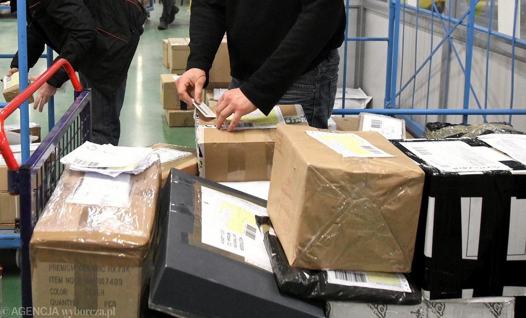 Przesyłki pocztowe (zdjęcie ilustracyjne)