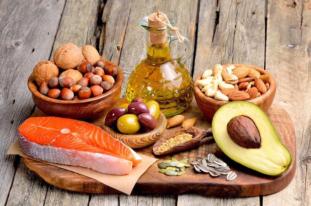 Kwasy tłuszczowe nienasycone to jedne z najważniejszych składników odżywczych w codziennej diecie. Do źródeł tych kwasów zalicza się oliwę, awokado, orzechy
