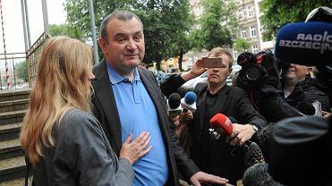 Poseł Stanisław Gawłowski tuż po wyjściu ze szczecińskiego aresztu śledczego