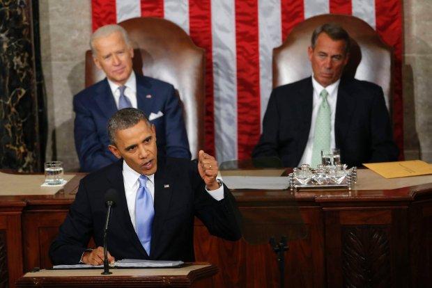 Barack Obama (na pierwszym planie z lewej). Z ty�u z prawej lider Republikan�w John Boehner