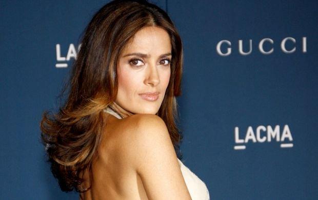 Właśnie: dlaczego jedna z najseksowniejszych aktorek na świecie przychodzi na imprezę w źle dopasowanym stroju?