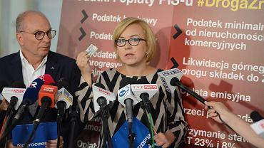 Posłowie Nowoczesnej Jerzy Meysztowicz i Paulina Hennig - Kloska podczas konferencji o przedłużeniu obowiązywania wyższych stawek podatku VAT na 2019 r. Sejm, 22 sierpnia 2018 r.