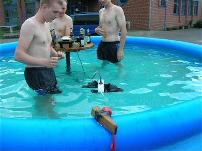 Swimming Pool Electrician : Zdjęcia które pokazują dlaczego mężczyźni często żyją